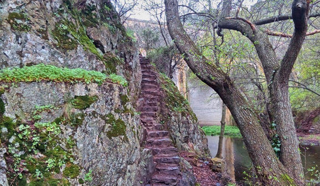 Ruta fácil de la Cascada del Hervidero para hacer con niños. Senderismo para pequeños exploradores